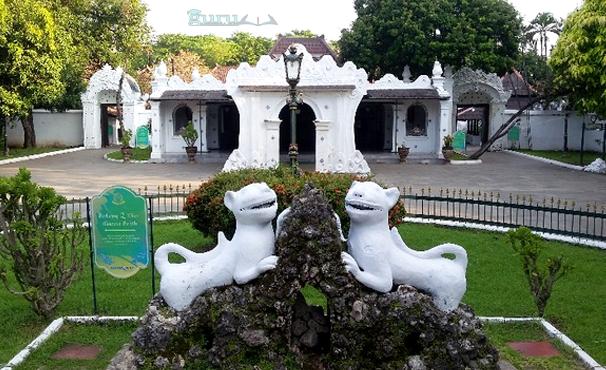 Contoh-Keraton-Kasepuhan-Cirebon